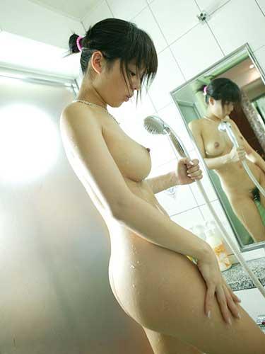 女の子がシャワー浴びてるエロ画像集まれぇ~ 41枚