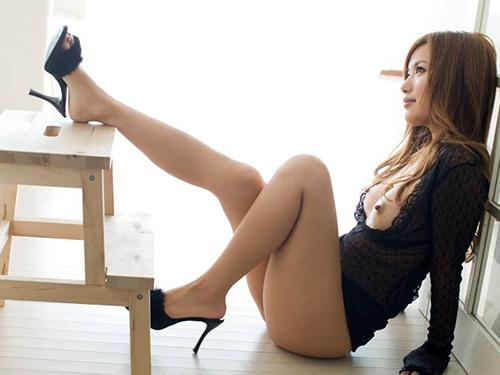 三次 美しき脚線美!女の子のスラリと伸びた美脚を愛でる美脚エロ画像
