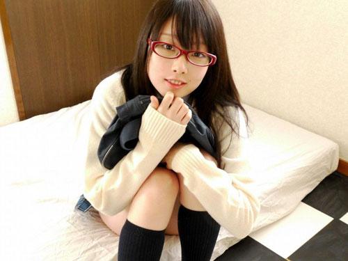 3次元 眼鏡+JK制服が似合いすぎて可愛すぎるエロ画像 45枚