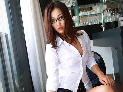3次元 メガネが似合うちょっぴりセクシーなお姉さん画像 29枚