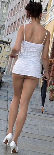 極小マイクミニスカート エロ画像 マイクロミニスカでお尻がはみ出すハミケツスカートのエロ画像 ...