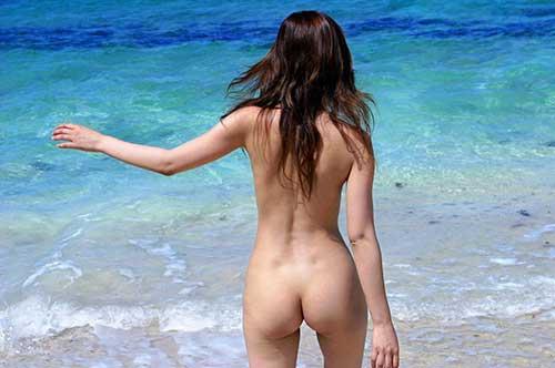 3次元 海と全裸の組み合わせが最強だってみんなが理解できるエロ画像をくれ 55枚