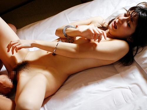 3次元 手錠で両手を拘束された可愛い女の子のエロ画像まとめ 34枚