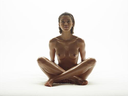 3次元 身体をしばりつけられている女の子たちのエロ画像まとめ 32枚