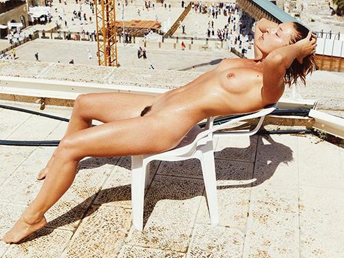 三次 ベルギーの美人モデルがユダヤ教の聖地で全裸写真を撮影して問題に