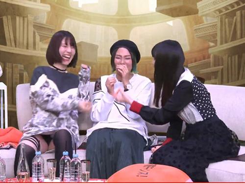 三次 人気声優の内田真礼がシノアリス生放送で黒パンツをパンモロする