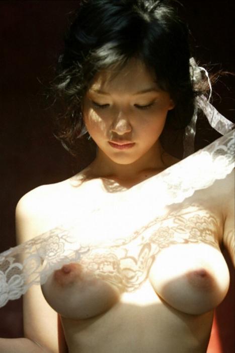 全裸ヌード女優のエロ 画像010