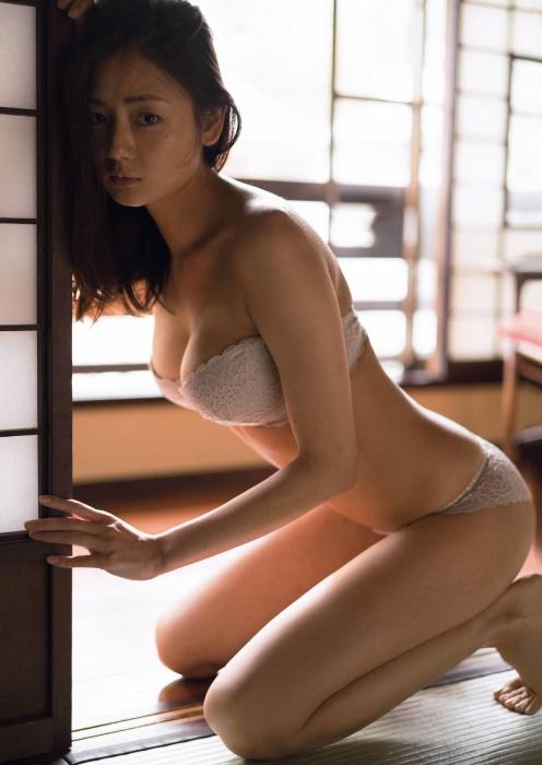 片山萌美エロ画像011