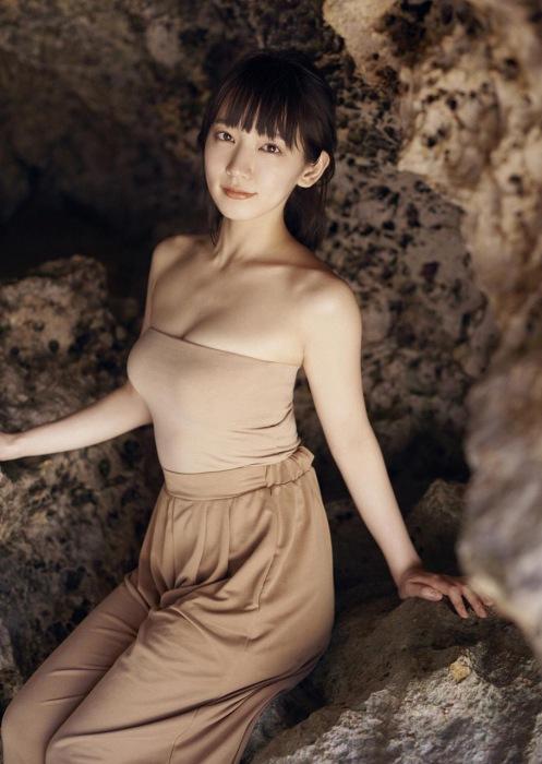 吉岡里帆エロ画像051