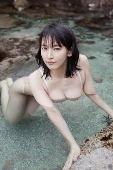 吉岡里帆エロ画像077