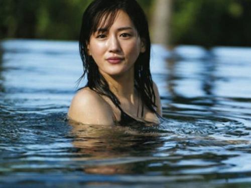 芸能人 綾瀬はるかのFカップの巨乳女優のお宝水着グラビアエロ画像まとめ40枚