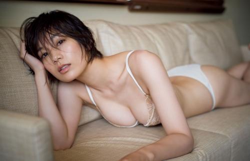 芸能人 佐藤美希のFカップパーフェクトボディの水着グラビアエロ画像まとめ42枚