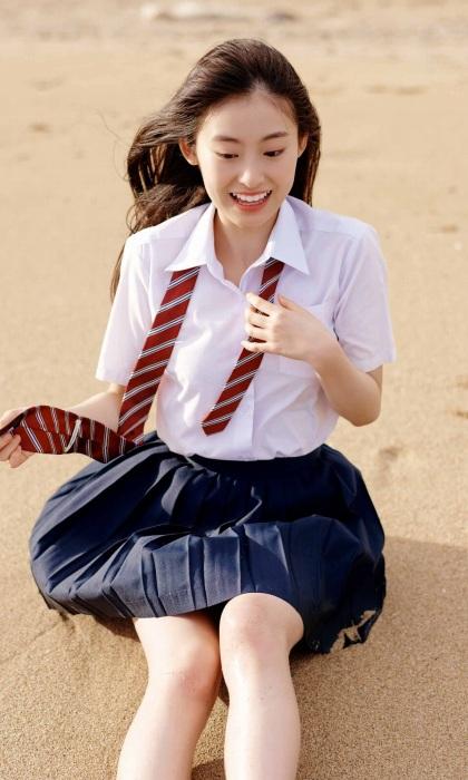 井本彩花のエロ画像012