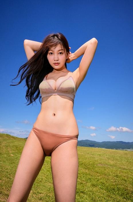 吉澤遥奈のエロ画像011