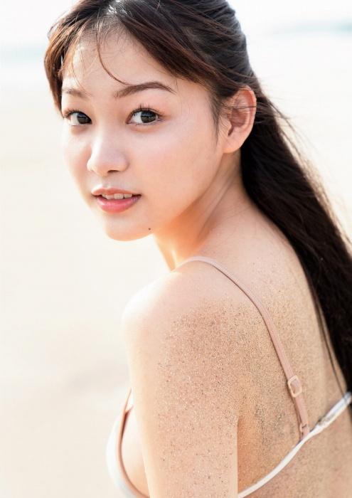 吉澤遥奈のエロ画像014