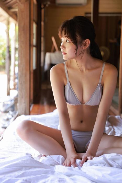吉澤遥奈のエロ画像031